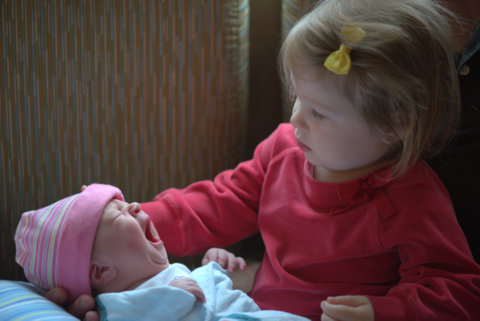 Willow meeting little sister Gwendolyn for the first time!